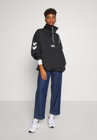 Hummel Hive - CALISTA OVERSIZED ANORAK - Windjack - black - 1