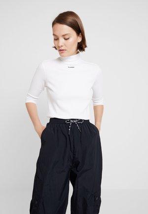 CAROLINE - Camiseta de manga larga - white
