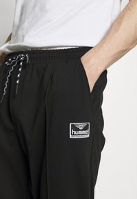 Hummel Hive - MIDDLES PANTS - Pantalones deportivos - black - 4
