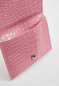 HVISK - WALLET  - Lommebok - pink - 5
