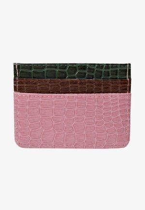 CARD HOLDER CROCO - Lompakko - pink