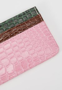 HVISK - CARD HOLDER CROCO - Lommebok - pink - 2