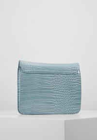 HVISK - CAYMAN SHINY STRAP BAG - Schoudertas - baby blue - 3