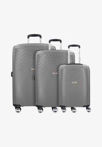 Hardware - BUBBLES - Luggage set - starlight - 0