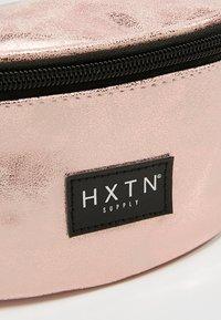 HXTN Supply - ONE BUM BAG - Ledvinka - rose gold - 6