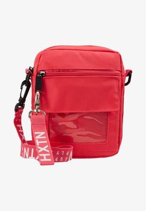 PRIME WINDOW SHOULDER - Taška spříčným popruhem - pink