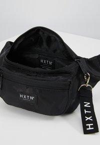 HXTN Supply - PRIME DELUXEBUM BAG - Heuptas - black - 4