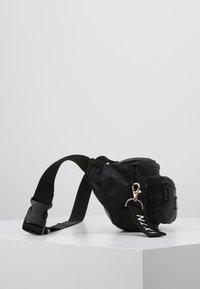 HXTN Supply - PRIME DELUXEBUM BAG - Heuptas - black - 3