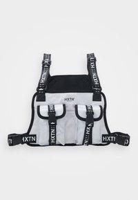 HXTN Supply - DELTA PRIME BODY BAG - Vyölaukku - white - 0