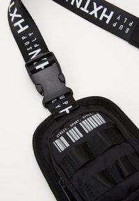 HXTN Supply - PRIME HARNESS BAG - Olkalaukku - black - 3