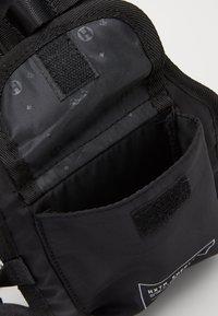 HXTN Supply - PRIME HARNESS BAG - Olkalaukku - black - 2