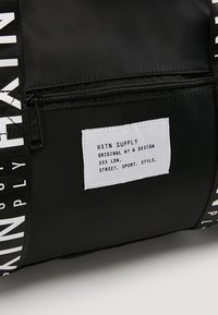 HXTN Supply - PRIME DUFFLE - Sportväska - black - 7