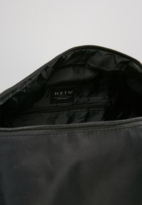 HXTN Supply - PRIME DUFFLE - Sportväska - black - 4