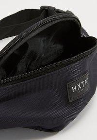 HXTN Supply - PRIME BUM BAG - Ledvinka - black - 4