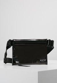 HXTN Supply - PRIME CROSSBODY - Ledvinka - optic black - 0
