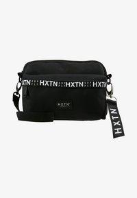 HXTN Supply - PRIME CARGO CROSSBODY - Taška spříčným popruhem - black - 6