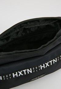 HXTN Supply - PRIME CARGO CROSSBODY - Sac bandoulière - black - 4