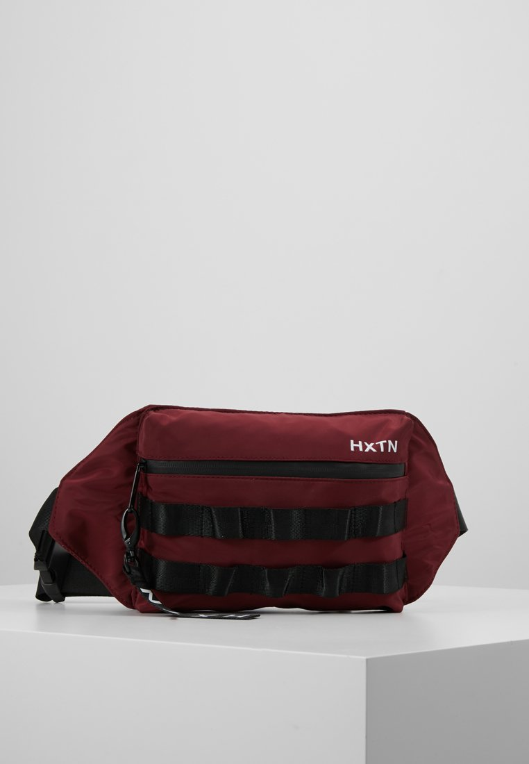 HXTN Supply - UTILITY TAPER CROSSBODY - Rumpetaske - burgundy