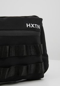 HXTN Supply - UTILITY TAPER CROSSBODY - Ledvinka - black - 5