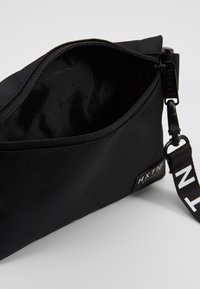 HXTN Supply - PRIME CROSSBODY - Riñonera - black - 4