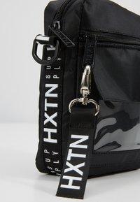 HXTN Supply - PRIME WINDOW SHOULDER - Umhängetasche - black - 7