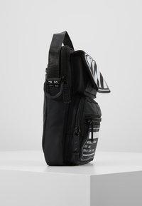 HXTN Supply - UTILITY TACTICAL SHOULDER - Torba na ramię - black - 3