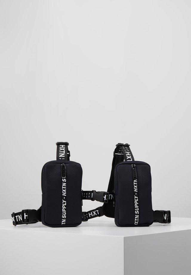 PRIME BODYBAG - Bum bag - delta