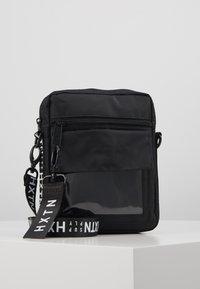 HXTN Supply - UTILITY INDICATOR - Across body bag - black - 0