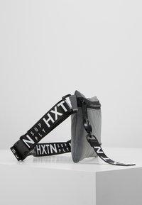 HXTN Supply - PRIME CROSSBODY - Taška spříčným popruhem - grey - 3