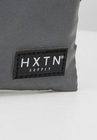 HXTN Supply - PRIME CROSSBODY - Taška spříčným popruhem - grey - 8