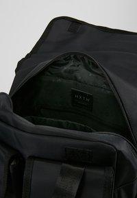 HXTN Supply - UTILITY TRAVELLER - Batoh - black - 4