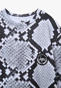 Hype - KIDS DRESS MONO SNAKE - Day dress - grey - 3
