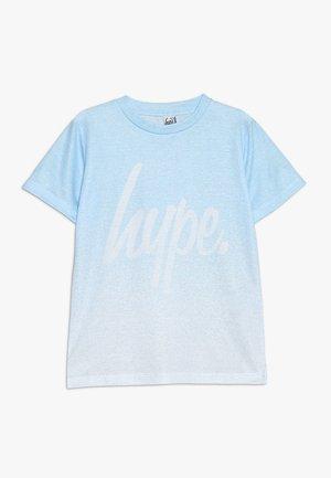 KIDS SPECKLE FADE SCRIPT - T-shirt imprimé - light blue/white