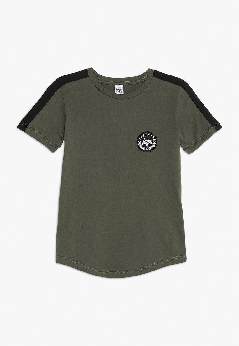 Hype - KIDS SIDE STRIPE CREST - T-shirt med print - khaki/black