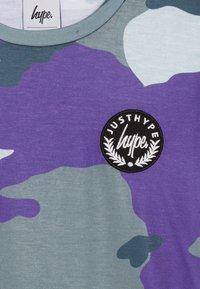 Hype - KIDS CAMO - T-Shirt print - forest/blue - 3
