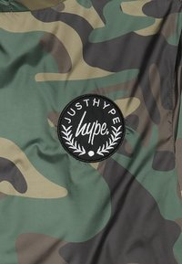 Hype - CAMO CREST KIDS FISHTAIL JACKET - Übergangsjacke - green - 4