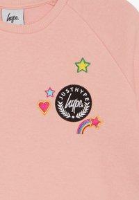 Hype - KIDS CROP CREW  STAR - Mikina - pink - 3