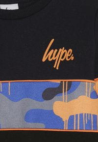 Hype - CREW SCREEN PRINT LOGO PIPING AND SUBLIMATED PANEL - Sweatshirt - black - 3