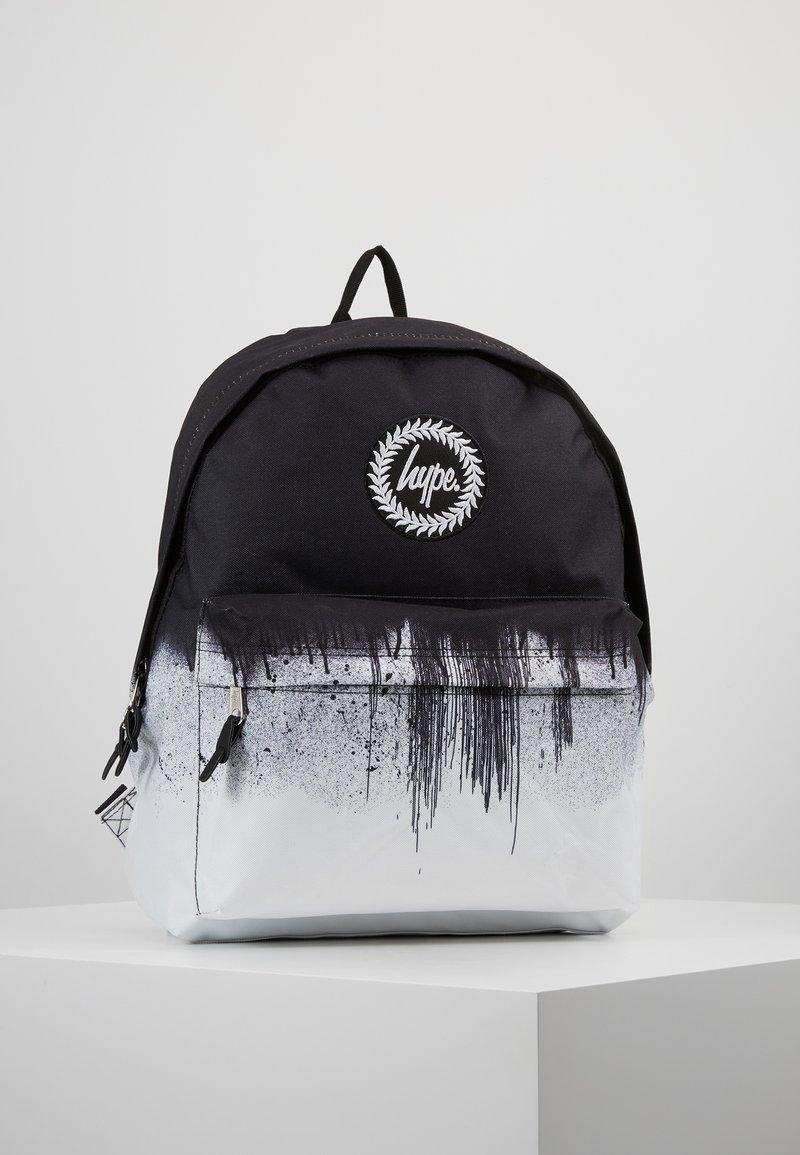 Hype - BACKPACK MONO DRIPS - Tagesrucksack - black/white