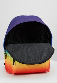 Hype - BACKPAC RAINBOW FADE - Mochila - multi-coloured - 5