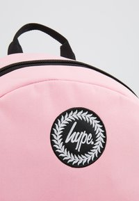 Hype - BACKPACK MIDI - Ryggsäck - pink - 2