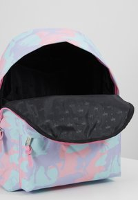 Hype - BACKPACK - Reppu - pink - 5