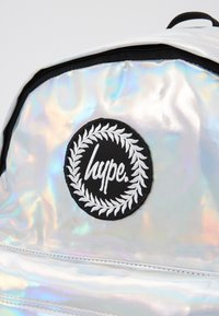Hype - BACKPACK HOLOGRAPHIC - Mochila - silver - 3