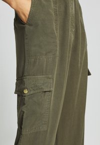 H2O Fagerholt - READY TO WEAR PANTS - Trousers - army - 3