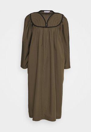 MAMI DRESS - Korte jurk - forrest green
