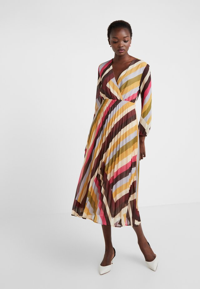 BOARIO - Denní šaty - senape