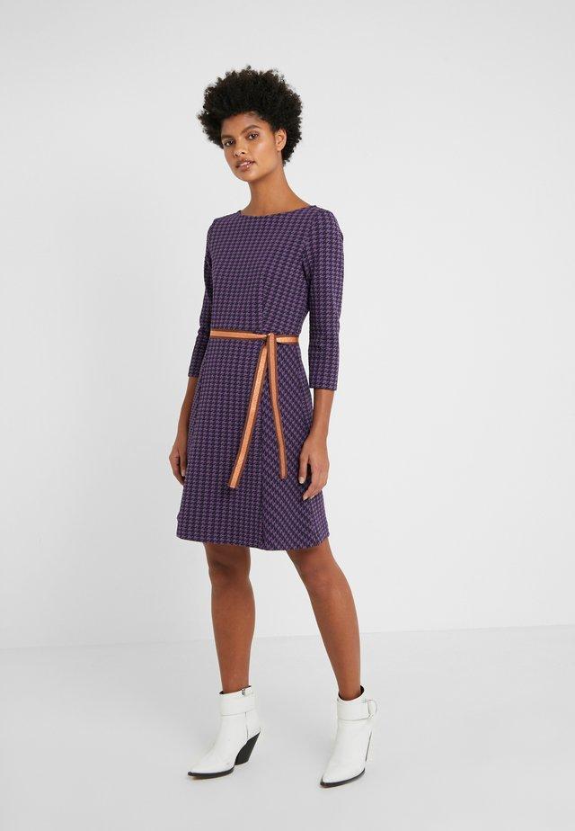 DISCORD - Žerzejové šaty - purple