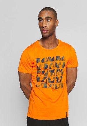 AACHEN - T-Shirt print - burned orange