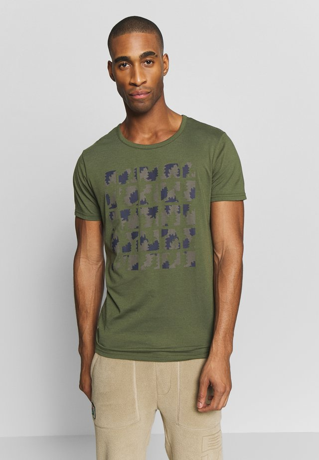 AACHEN - T-shirts med print - dark olive