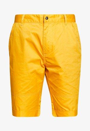 AHLEN - Korte sportsbukser - yellow